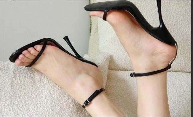 сандалии с тонким ремешком вокруг лодыжки