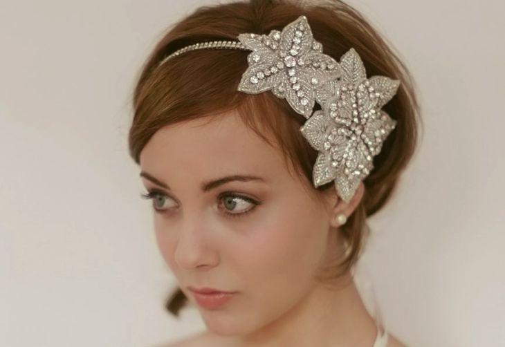 свадебные прически с диадемой на короткие волосы