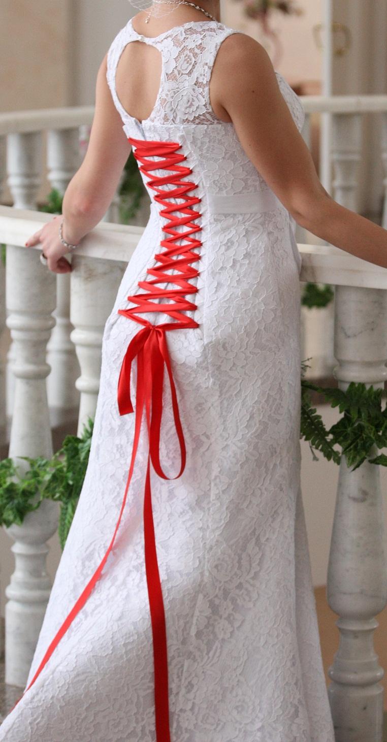 Платье из кружевных лент