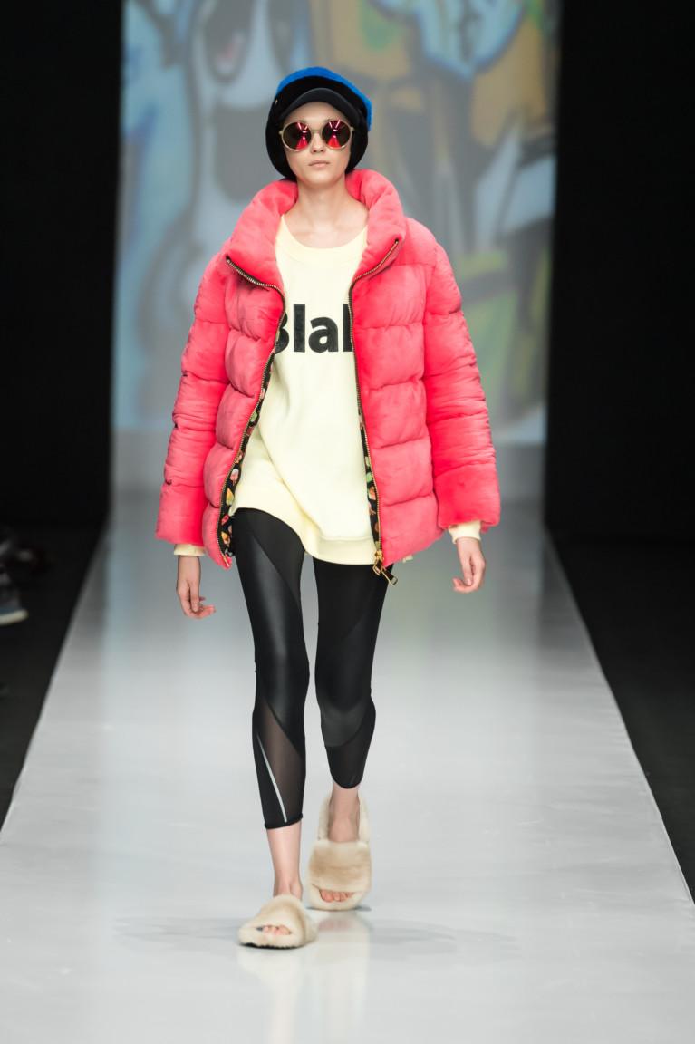 2c35d9e1a24a ... и готовят приятные сюрпризы для модниц, представляя на обозрение  интересные и яркие коллекции. Какие женские куртки осень-зима 2017-2018  будут в тренде