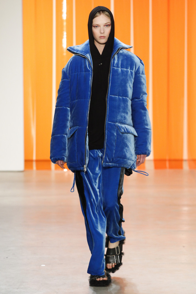 modnye-trendy-zhenskih-kurtok-osen'-zima-18