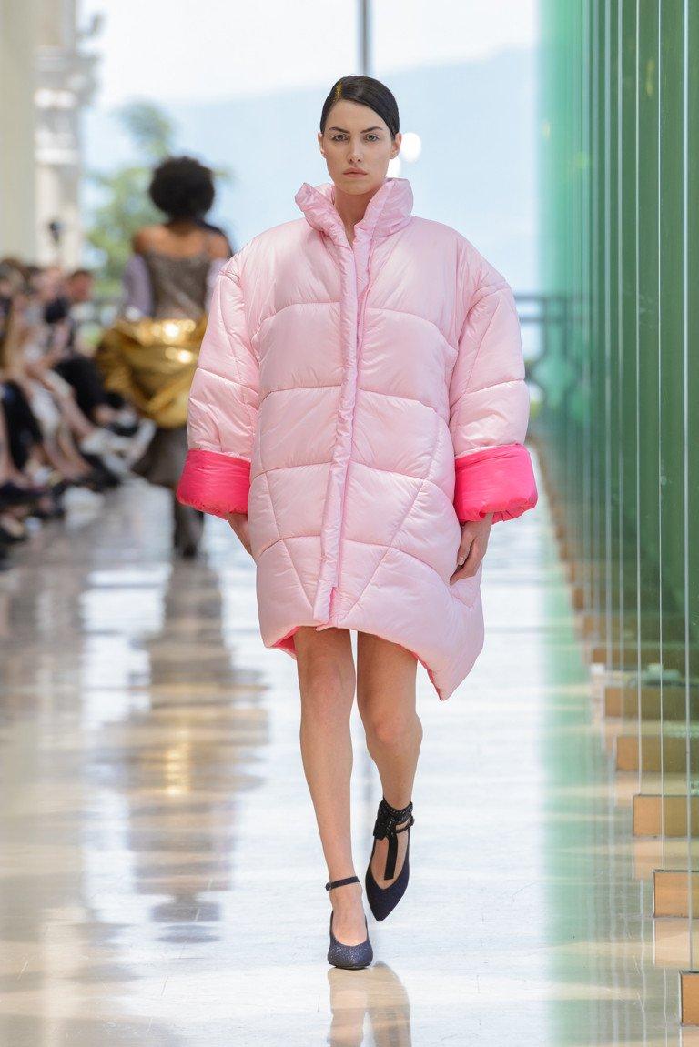modnye-trendy-zhenskih-kurtok-osen'-zima-22