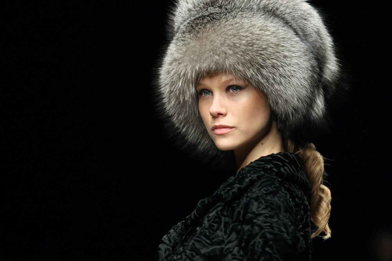 modnye-zhenskie-golovnye-ubory-osen'-zima-7